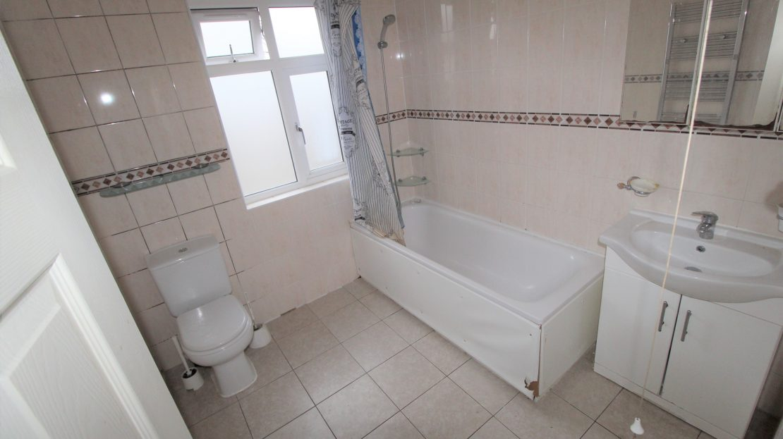 Large 4 bed House in Southwark SE15 2,500 pcm bedroom 2